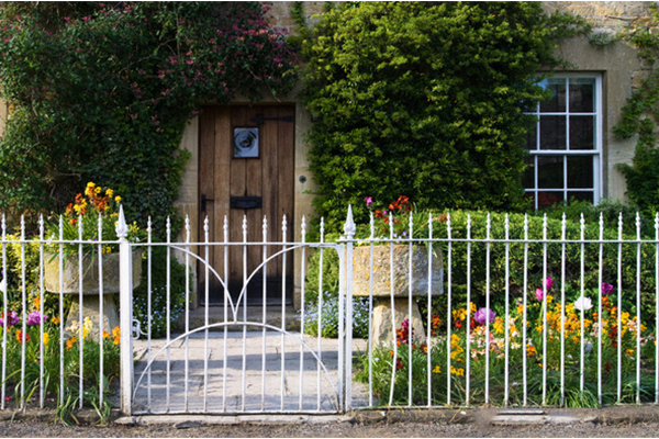If You Have Pets, Such As Dogs, Cats, Rabbits, You Need To Secure Your  Garden For Your Dogs And Other Pets. You Can Install 2m Fences For Your  Garden So ...