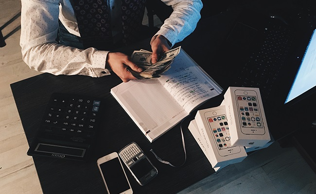 Arbeitgeber Prüft Bargeld